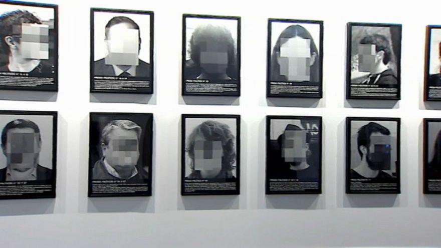 "Spagna e ""prigionieri politici"": l'opera sgradita a Madrid"