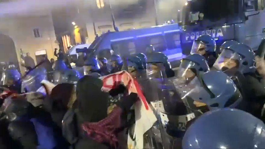Confrontos entre extrema-esquerda e polícia italiana