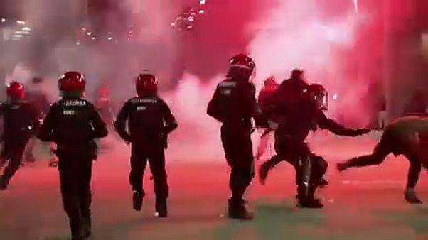 Meghalt egy baszk rendőr a szurkolók összecsapásaiban