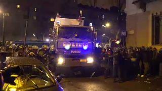 Szélsőbaloldali tüntetők csaptak össze a rendőrökkel Torinóban