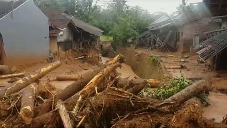 Deslizamentos de terras na Indonésia provocam pelo menos cinco mortos