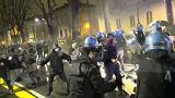 اليساريون يشتبكون مع الشرطة الإيطالية خلال مسيرة مناهضة للفاشيين