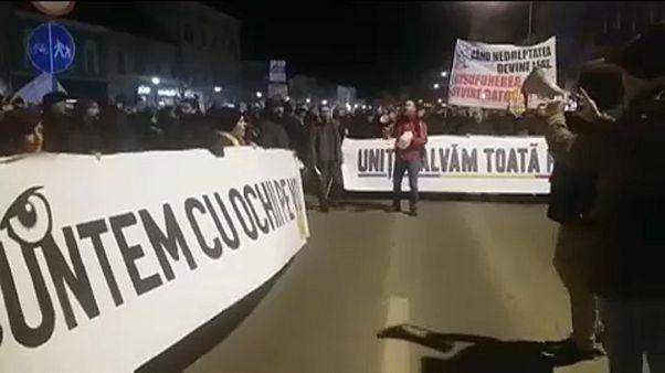 Románia: tüntettek a korrupcióellenes főügyész mellett