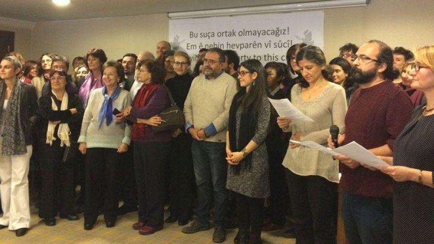 'Barış akademisyenleri'ne hapis cezası