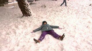 Schnee in einem Park in Zagreb