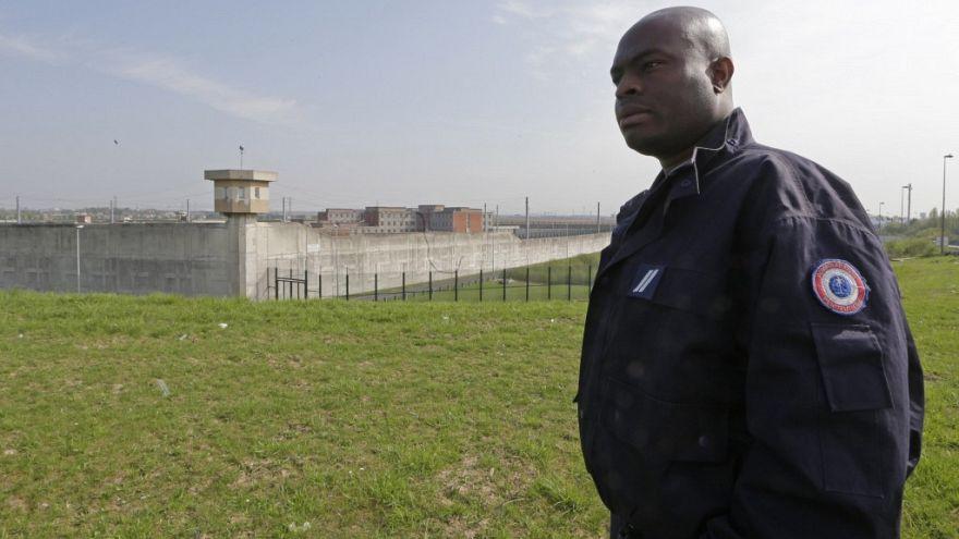 Plano contra radicalização nas prisões francesas