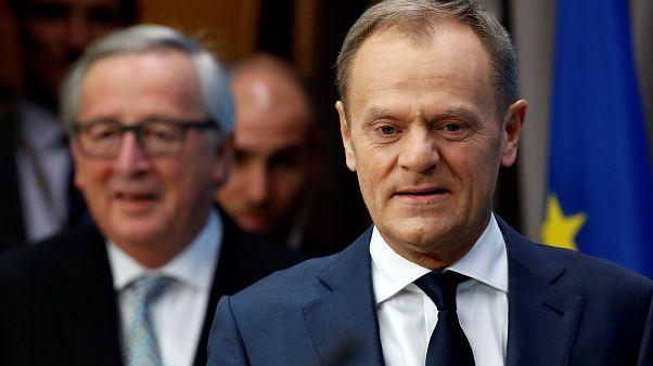 EU-Ratspräsident Tusk (vorne) und EU-Kommissionspräsident Juncker