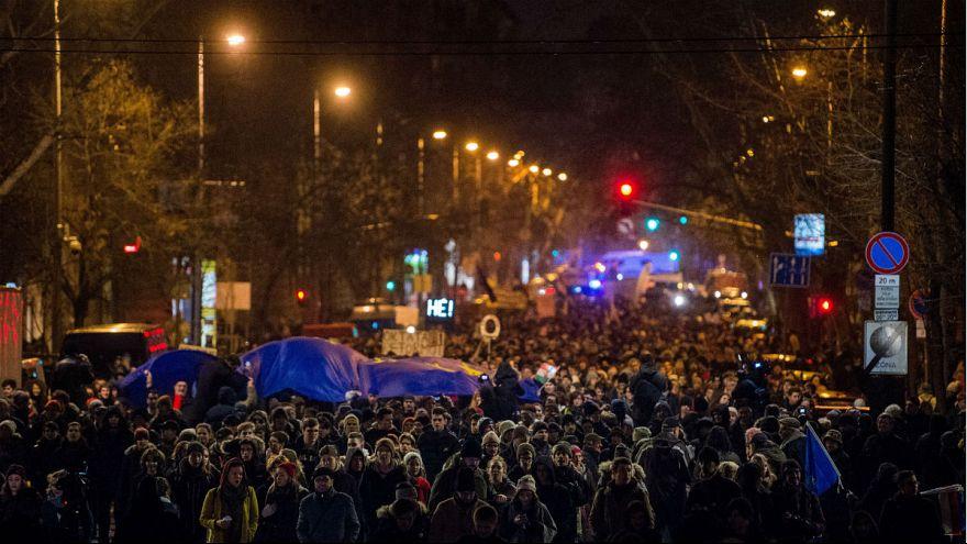 Diákok ezrei tüntettek oktatási reformért Budapesten