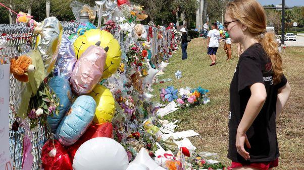 Florida, il ritorno a scuola degli insegnanti nella scuola del massacro