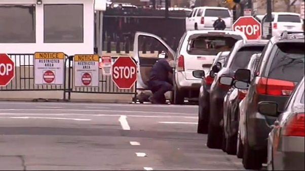 Panik am Weißen Haus: Kleintransporter rast in Barriere