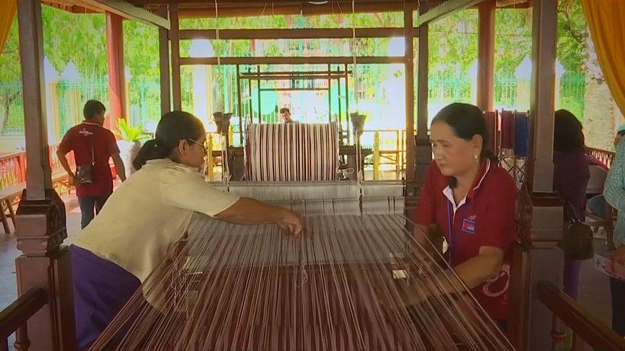 كمبوديا: العمل على حياكة أطول وشاح في العالم