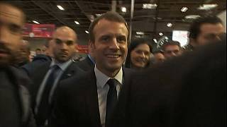Macron fischiato da agricoltori e allevatori