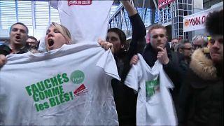 Farmers give Macron rough ride at trade fair