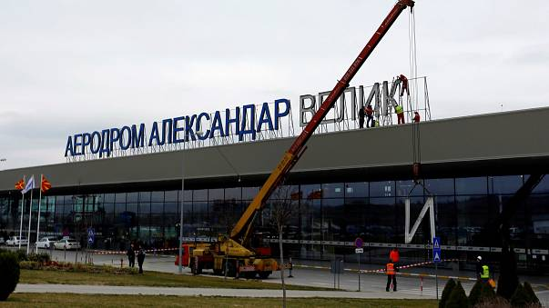 Alejandro Magno deja el aeropuerto de Skopje