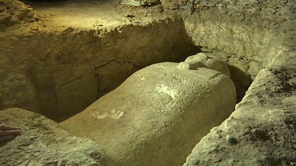 Necrópole com 40 sarcófagos descoberta no Egito