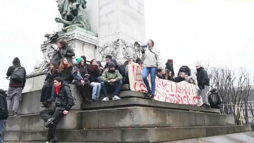 طلاب إيطاليون يحتجون ضد الفاشية الجديدة