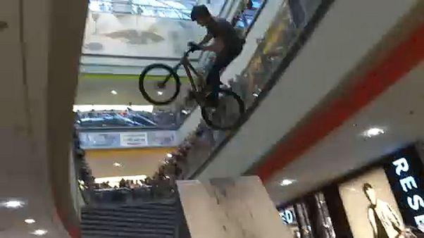 DownMall: bringaverseny a bevásárlóközpontban