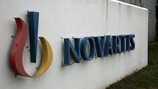 Επίθεση του Ρουβίκωνα στη Novartis με βαριοπούλα και μπογιές