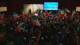 Berlusconi, bagno di folla al Manzoni di Milano