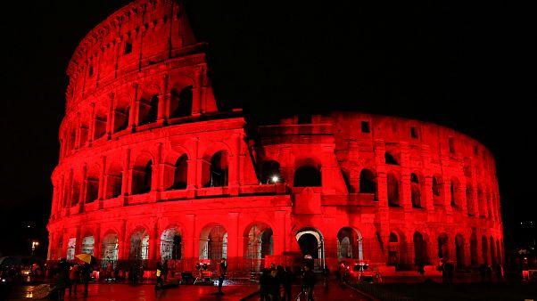 Rom: Kolosseum blutrot wegen Christenverfolgung