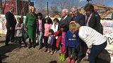 Grecia: il Presidente irlandese visita un campo profughi e lancia un messaggio ai Paesi di Visegrad