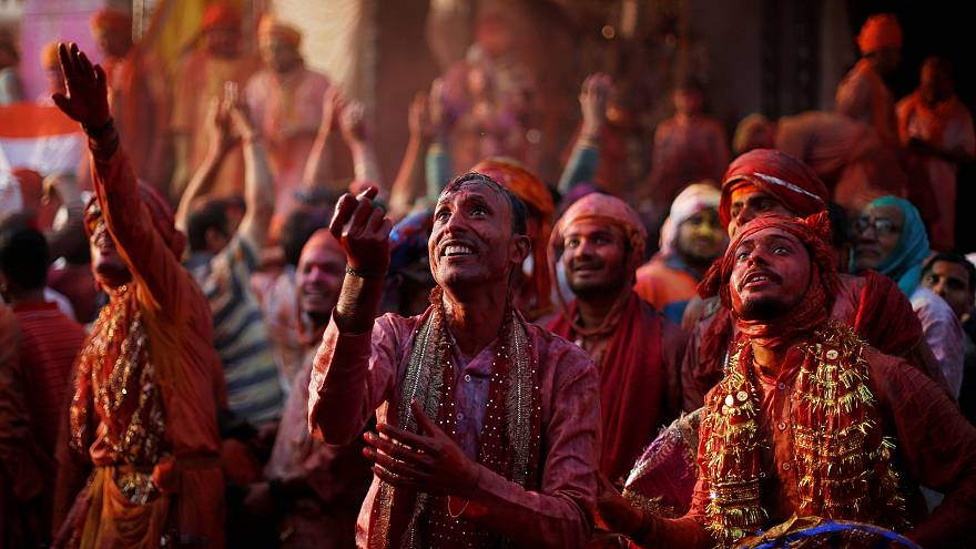 Pilgrims flock to India's Holi festival