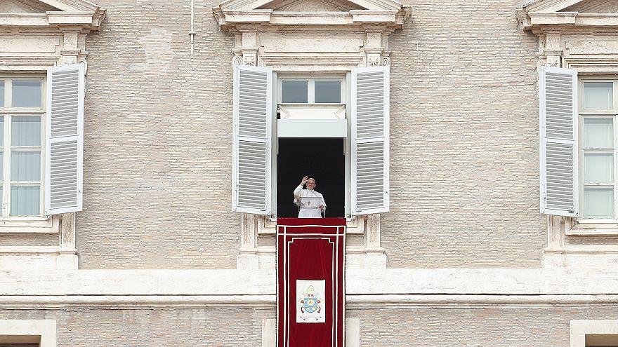 Папа римский призвал к миру в Сирии