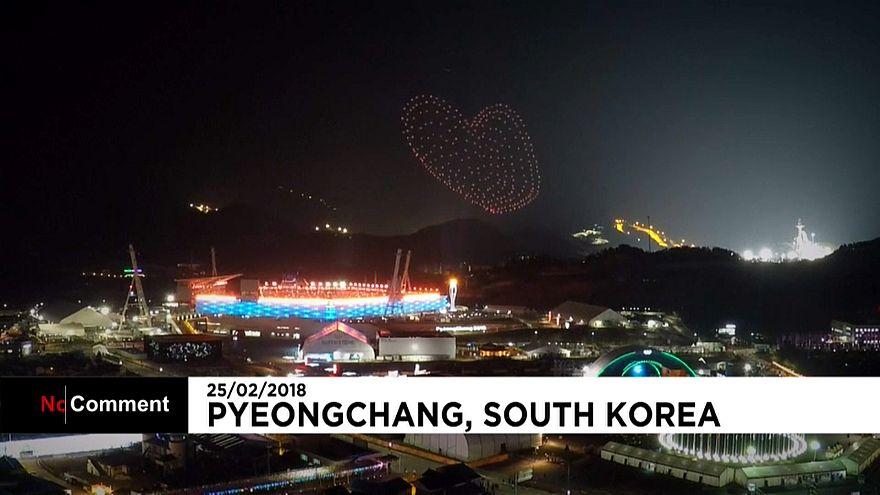 Фейерверк в честь закрытия Олимпийских игр в Пхёнчхане