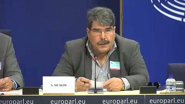 Őrizetbe vettek egy kurd vezetőt Prágában