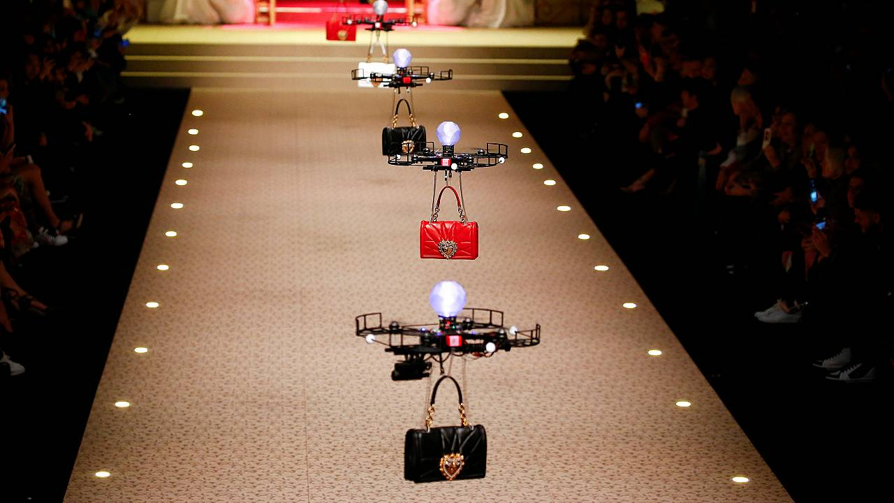Milano Fashion Week: Dolce & Gabbana porta in passerella i droni