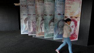 Κάνοντας... τέχνη με το εθνικό νόμισμα της Βενεζουέλας