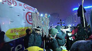 Miles de rumanos apoyan a la fiscala anticorrupción