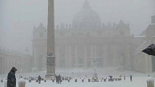 Rare snowfall paralyses Rome