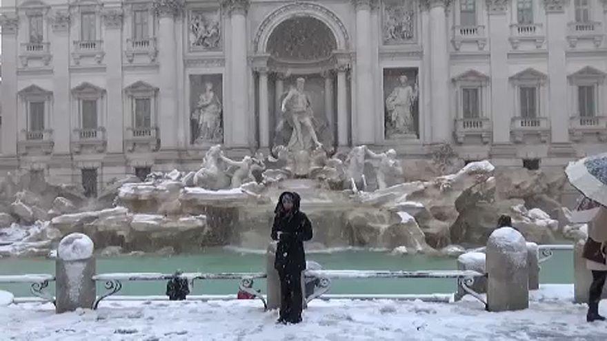 Roma desperta coberta de neve