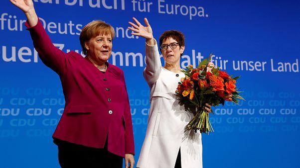 Merkel'in partisinden 'Büyük Koalisyon'a onay