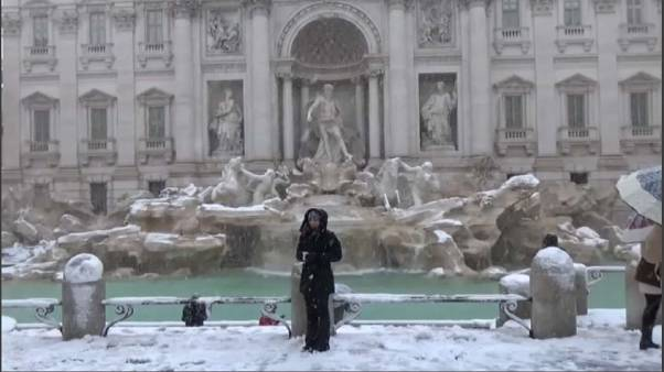 Lo spettacolo di Roma sotto la neve