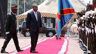 João Lourenço inspeciona tropas na recente visita ao Congo