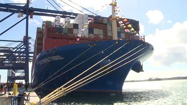 Cosco Taurus: Στον Πειραιά ένα από τα μεγαλύτερα πλοία μεταφοράς κοντέινερ