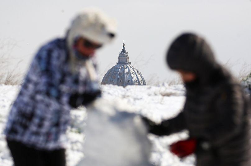 Frio siberiano invade a Europa e deixa ao menos 4 mortos