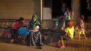 امرأة وأطفال سوريين