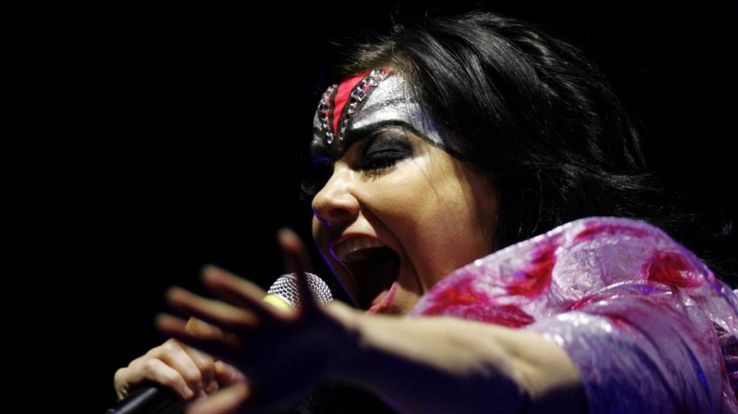 Islandesa volta a cancelar o regresso aos palcos portugueses