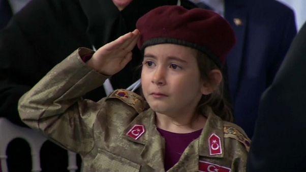 Amine: a criança que chorou mesmo antes de ouvir Erdogan