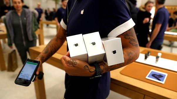 محصولات اپل در یکی از فروشگاههای این شرکت