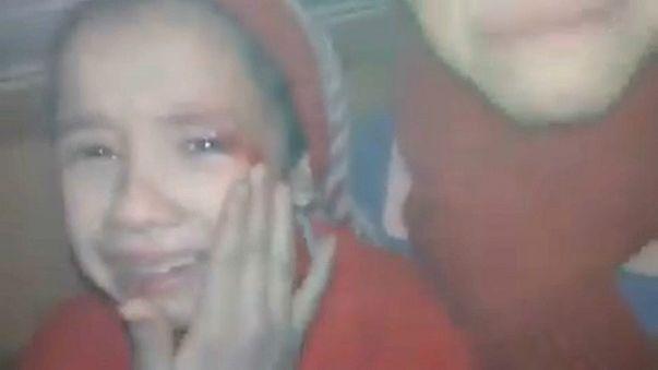 Alaa, a irmã de Noor, ferida após um bombardeamento (vídeo no Twitter)