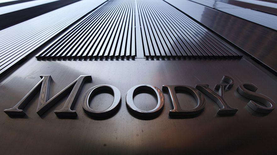 Moody's: Αναβάθμιση καλυμμένων ομολόγων ελληνικών τραπεζών