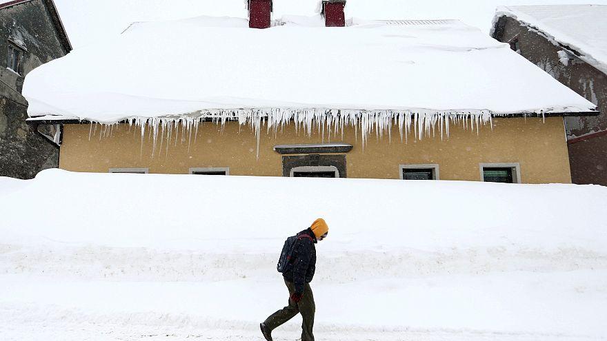 Burian gela l'Europa, neve sul Mediterraneo