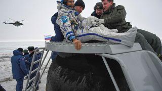 Equipa da Estação Espacial Internacional volta em segurança à Terra