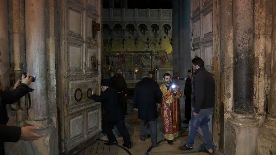 Igreja do Santo Sepulcro reabre as portas aos fiéis em Jerusalém