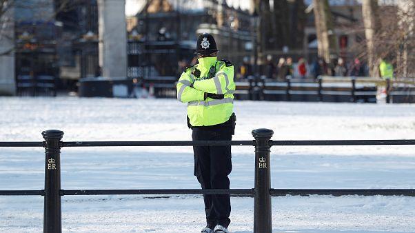 Fázós rendőr Londonban