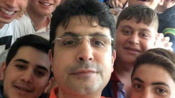 """Un profesor turco """"recupera su trabajo"""" 18 meses después de su muerte"""
